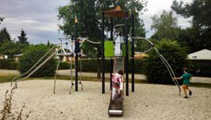 Spielplatzgeräte öffentlicher Bereich: Kosten, Planung und Fallschutzbeläge für öffentliche Spielplätze