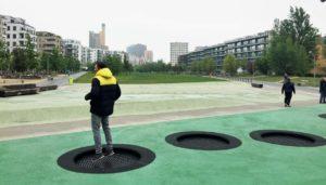 Fallschutzbelag auf dem Spielplatz: EPDM Granulat, Fallschutzplatten oder Holzhackschnitzel: Kosten für Fallschutz unter Spielplatzgeräte